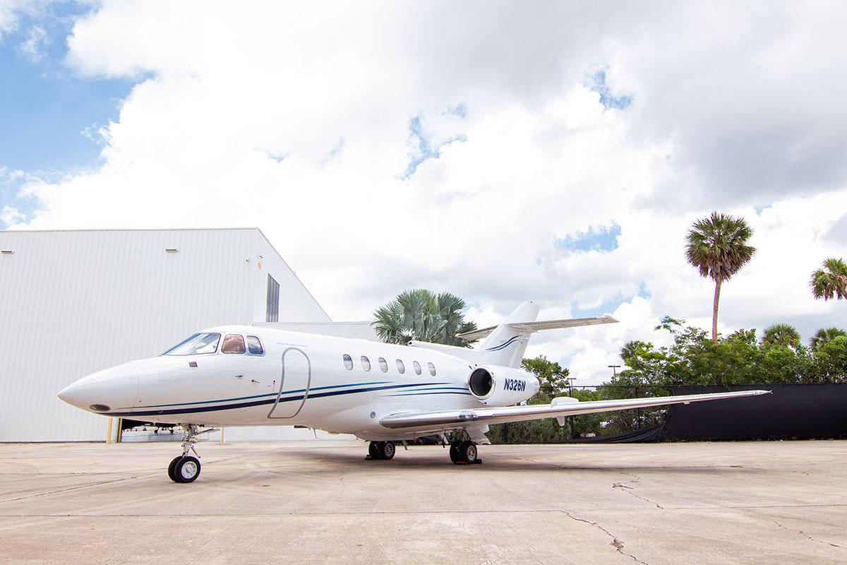 Catalina-Aerospace-Hawker-800-2