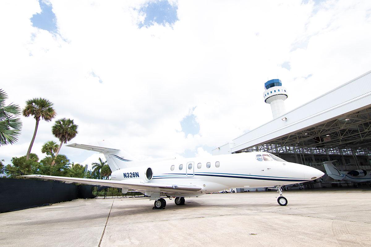 Catalina-Aerospace-Hawker-800A-4