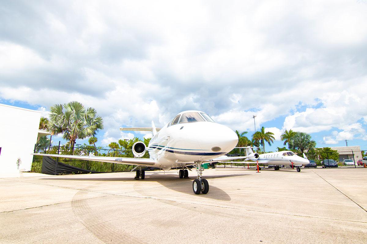 Catalina-Aerospace-Hawker-800A-5